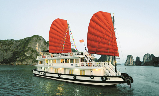 Halong Party cruise
