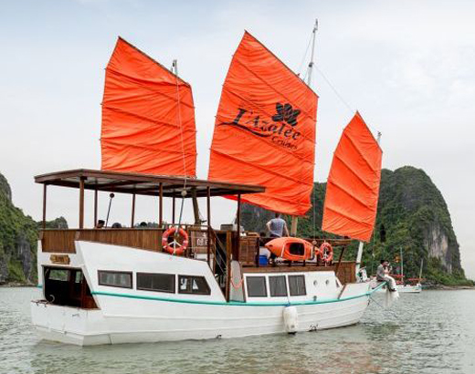 Halong Private L'Azalee cruise
